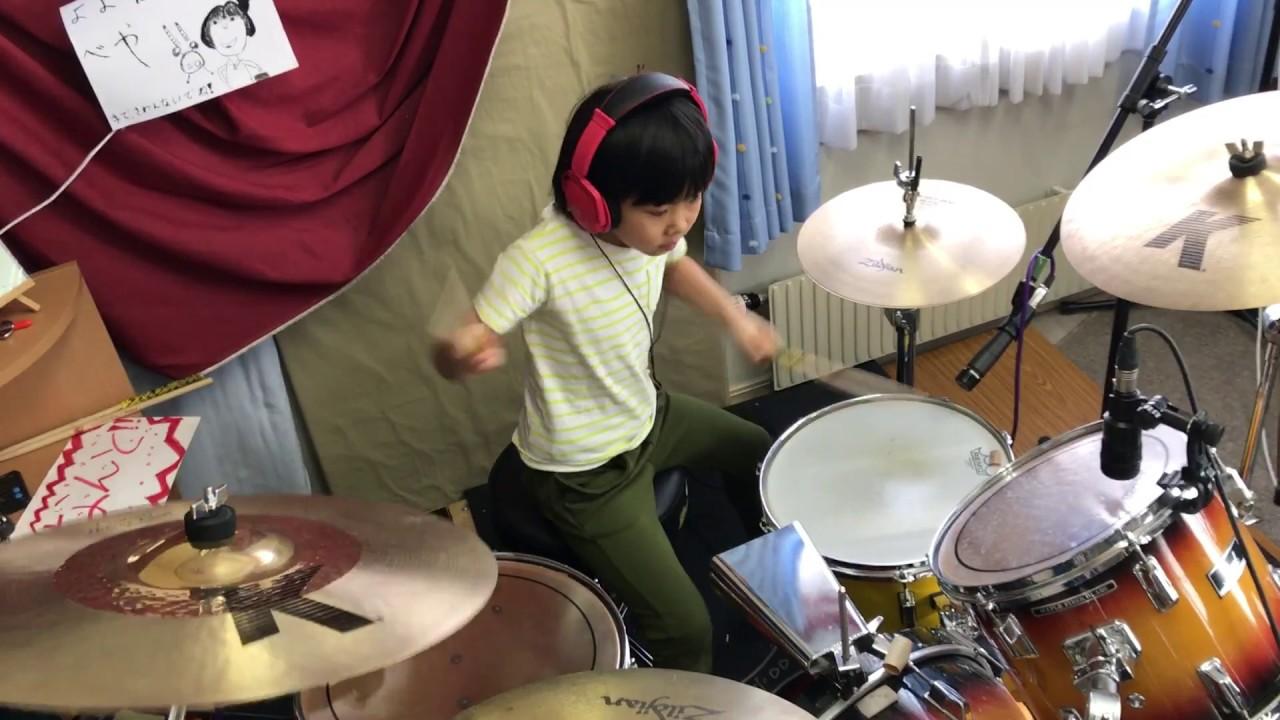O fetiță de 8 ani din Japonia vrea să ajungă cel mai bun baterist din lume 7